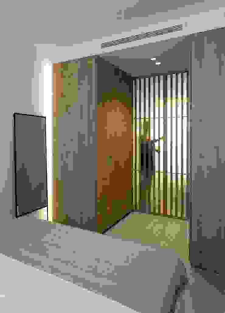 Celosías de madera y vidrio MANUEL GARCÍA ASOCIADOS Dormitorios de estilo moderno
