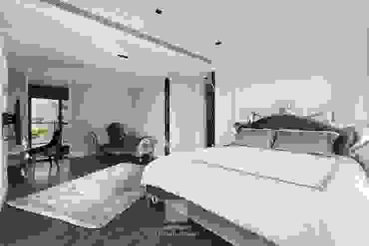 天晴空間設計│住宅空間│四季雅苑Le quattro stagioni Classic style bedroom by 天晴空間設計 Classic