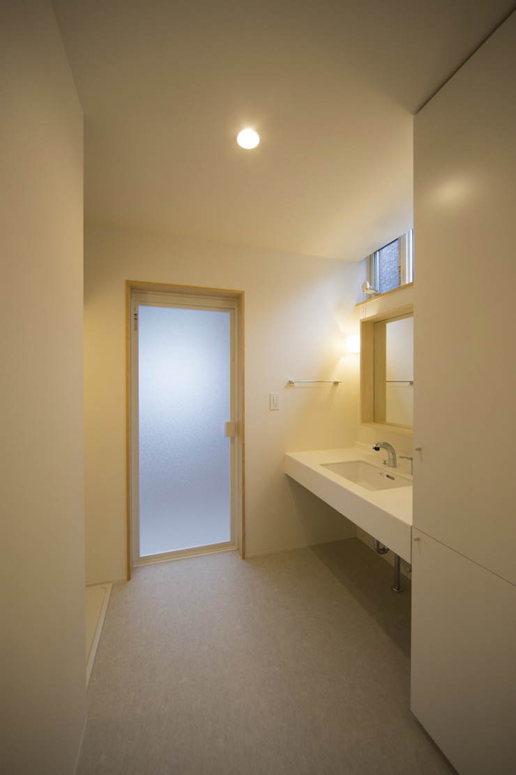 Modern bathroom by 一級建築士事務所 想建築工房 Modern