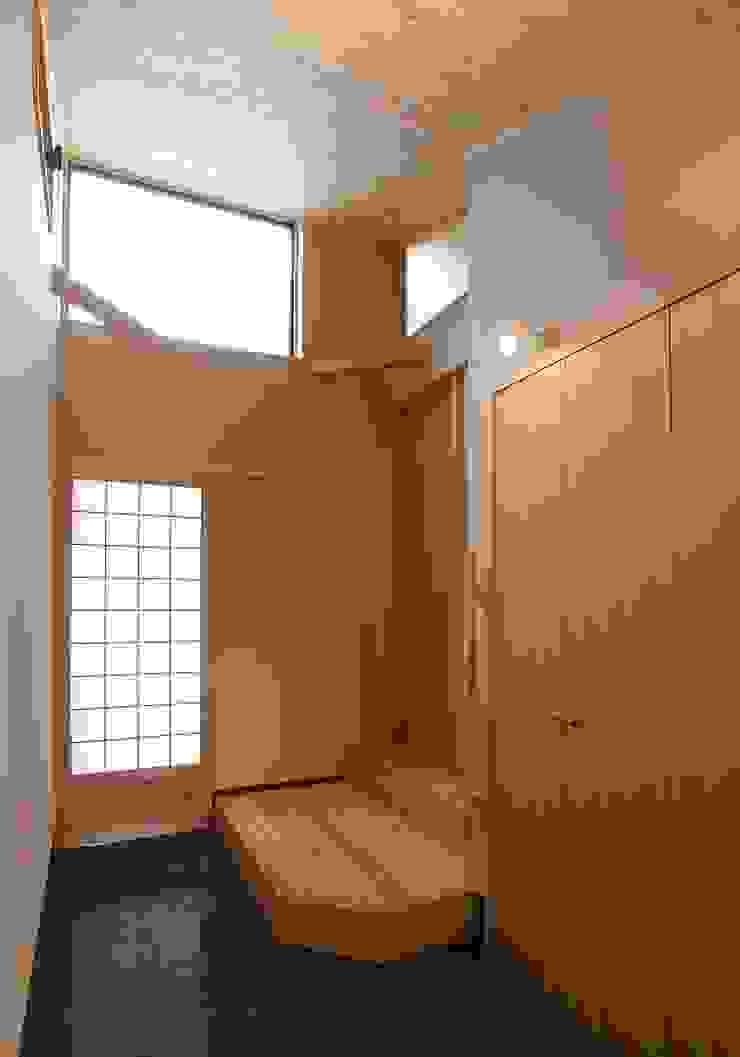 一級建築士事務所 想建築工房 Asian style corridor, hallway & stairs
