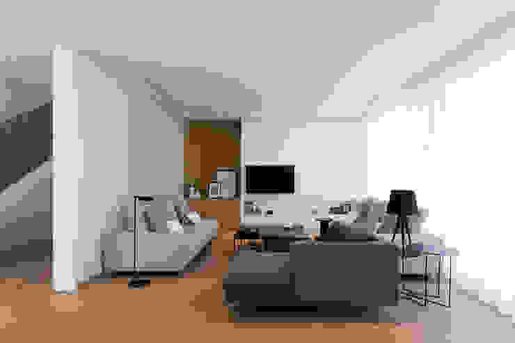 Zona de día. Salón MANUEL GARCÍA ASOCIADOS Salones de estilo moderno Blanco
