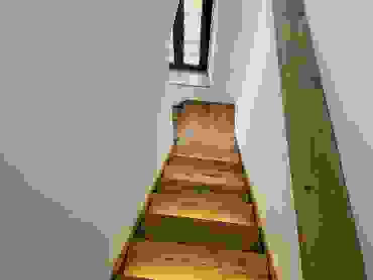 scale in legno rovere rustico di il falegname di Diego Storani Rustico