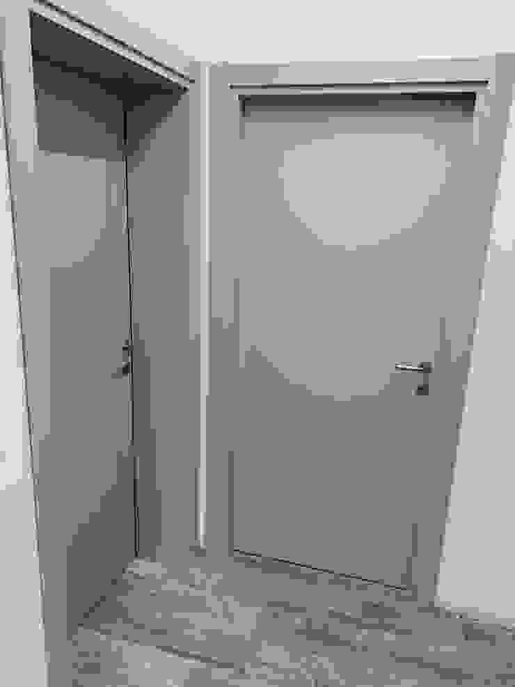 porta in frassino laccato di il falegname di Diego Storani Moderno