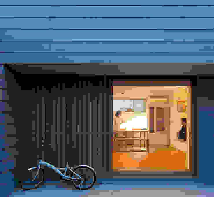 木製引戸 の 松原建築計画 一級建築士事務所 / Matsubara Architect Design Office モダン 木 木目調