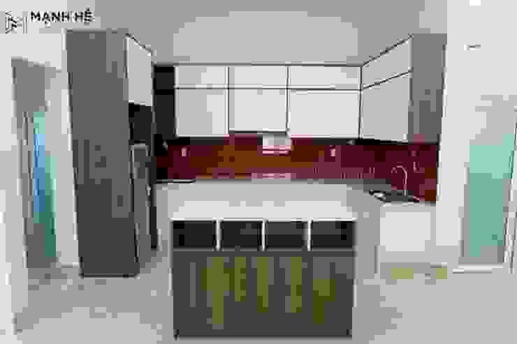 Không gian bếp tiện nghi, đầy đủ bởi Công ty TNHH Nội Thất Mạnh Hệ Hiện đại Đá phiến