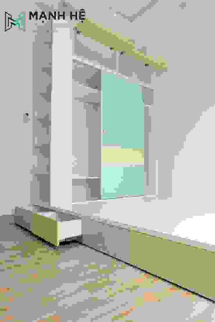 Giường ngủ dạng bục màu xanh mint phối hợp với màu vàng bởi Công ty TNHH Nội Thất Mạnh Hệ Hiện đại Cao su