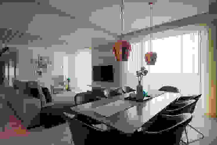 晶硯-時尚白 现代客厅設計點子、靈感 & 圖片 根據 雅群空間設計 現代風