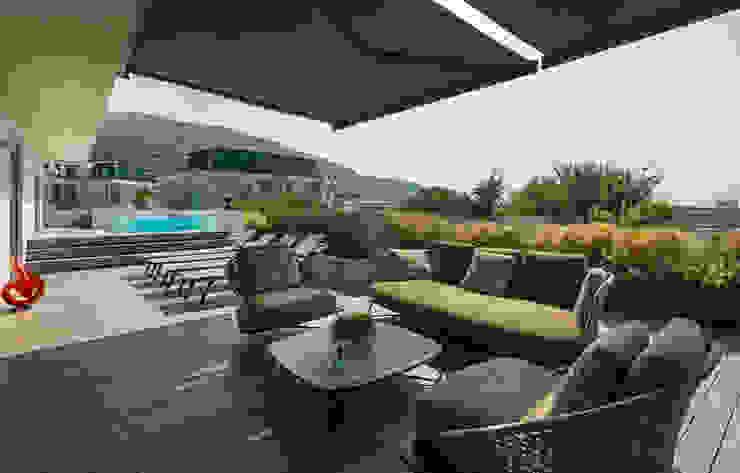 Luciano Caprini Garden Designer Balkon, Beranda & Teras Modern