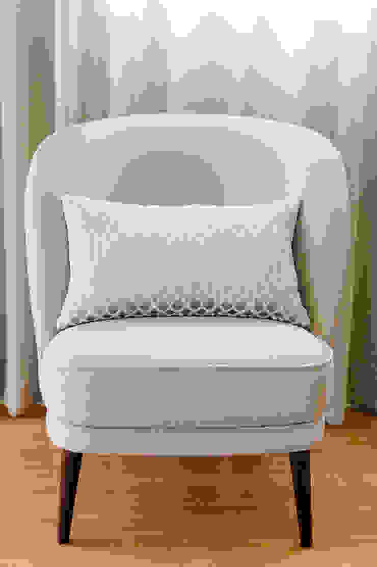TRAÇO 8 INTERIORES BedroomSofas & chaise longue Textile Beige