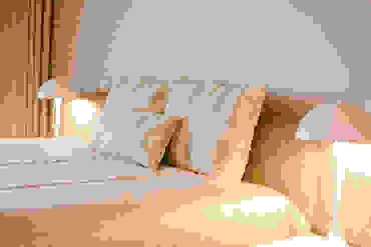 TRAÇO 8 INTERIORES BedroomBeds & headboards Textile Beige