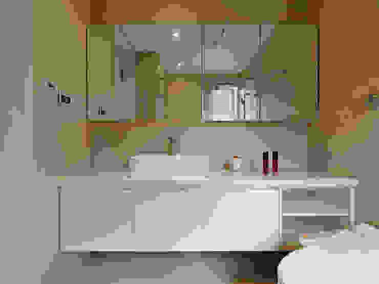 幸之宅 現代浴室設計點子、靈感&圖片 根據 拾雅客空間設計 現代風 合板