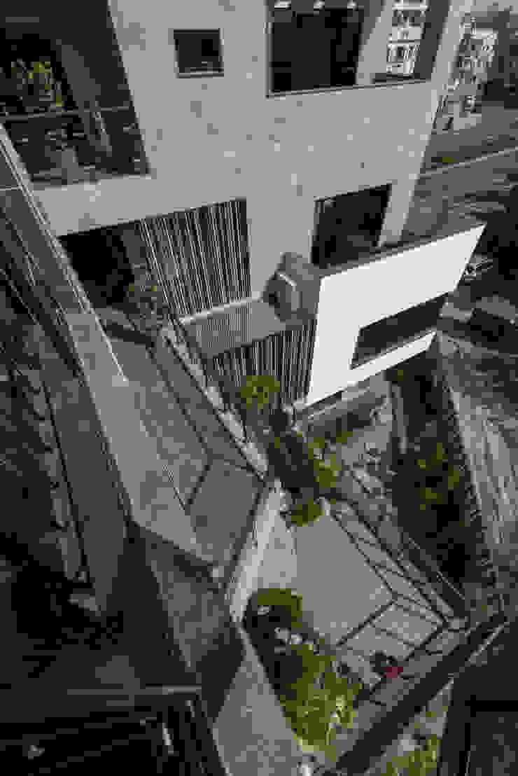 私人住宅 現代房屋設計點子、靈感 & 圖片 根據 OWN DESIGN 現代風