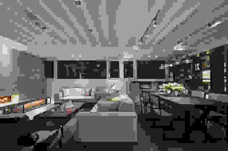 野性呼喚 现代客厅設計點子、靈感 & 圖片 根據 拾雅客空間設計 現代風 合板