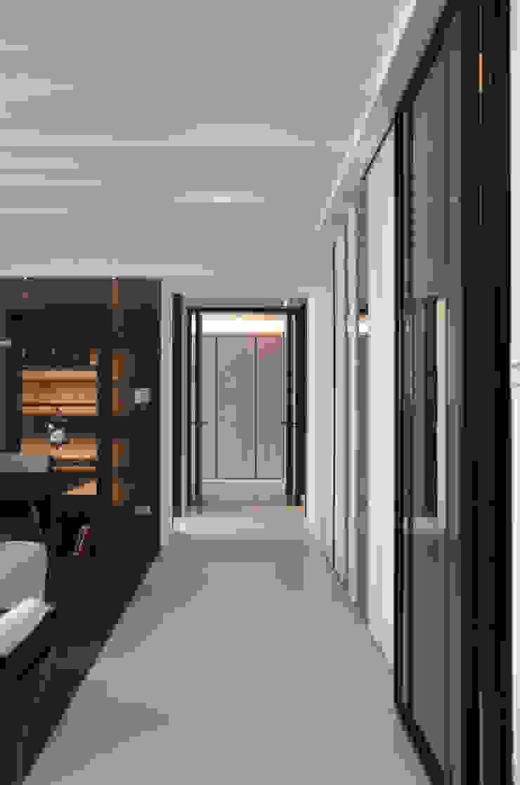 野性呼喚 現代風玄關、走廊與階梯 根據 拾雅客空間設計 現代風 大理石