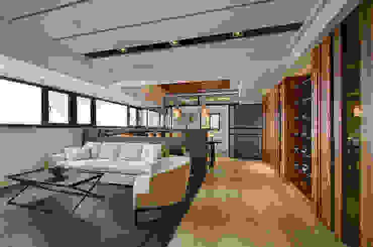 無限與線 现代客厅設計點子、靈感 & 圖片 根據 拾雅客空間設計 現代風 實木 Multicolored