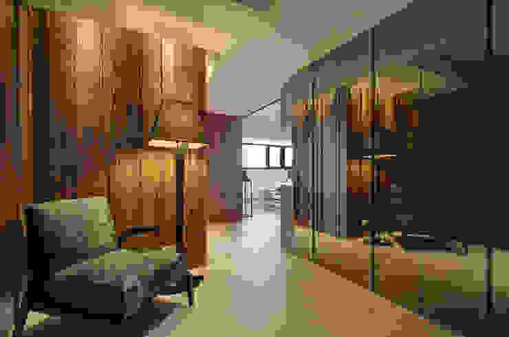 無限與線 現代風玄關、走廊與階梯 根據 拾雅客空間設計 現代風 實木 Multicolored