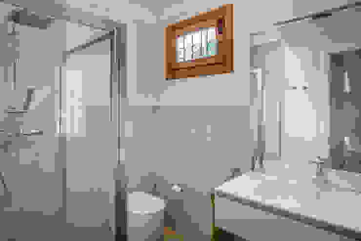 Il nuovo bagno Studio Dalla Vecchia Architetti Bagno moderno Grigio