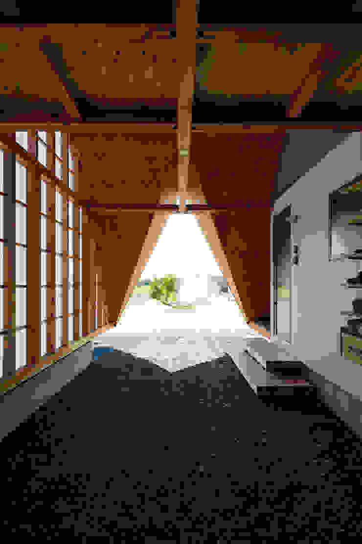 Takeru Shoji Architects.Co.,Ltd Garage / Hangar scandinaves