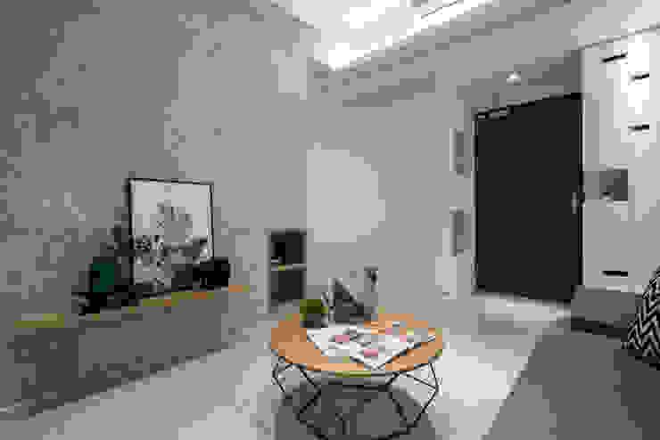 長磯建設-聽河院2 /沁綠景 现代客厅設計點子、靈感 & 圖片 根據 SING萬寶隆空間設計 現代風