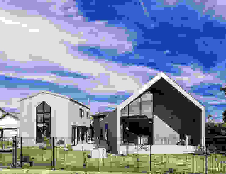 南面のファサード (株)建築デザイン研究所 一戸建て住宅 鉄/鋼 メタリック/シルバー