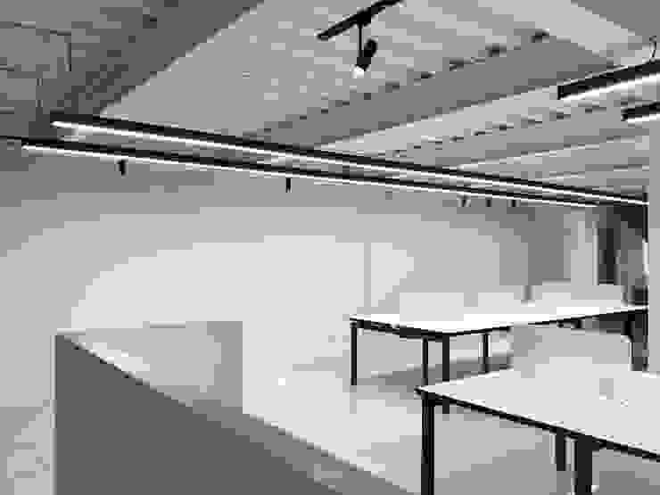 辰豐實業辦公室 根據 何為設計有限公司 簡約風