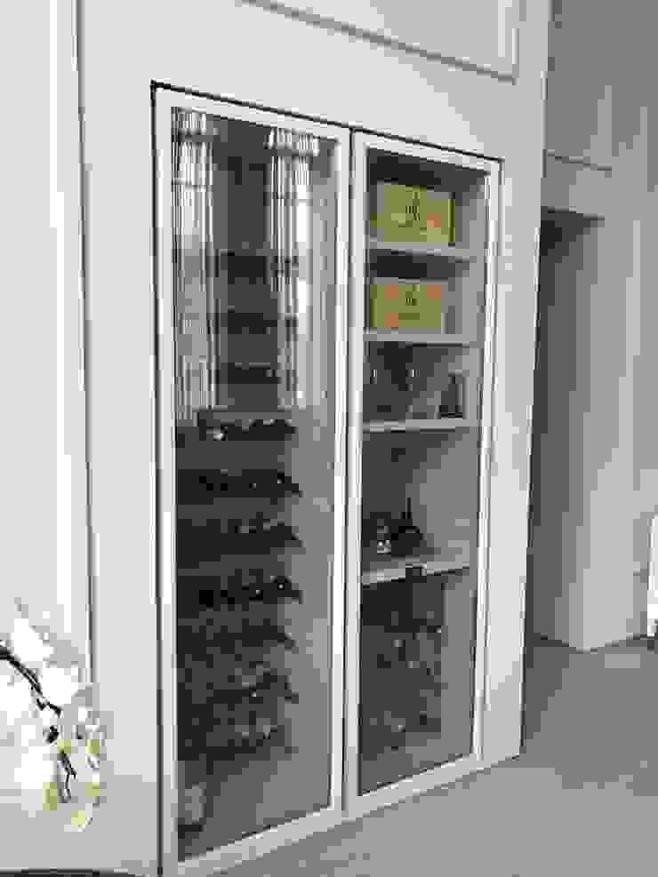 EDR - Adegas Climatizadas Modern wine cellar Wood White