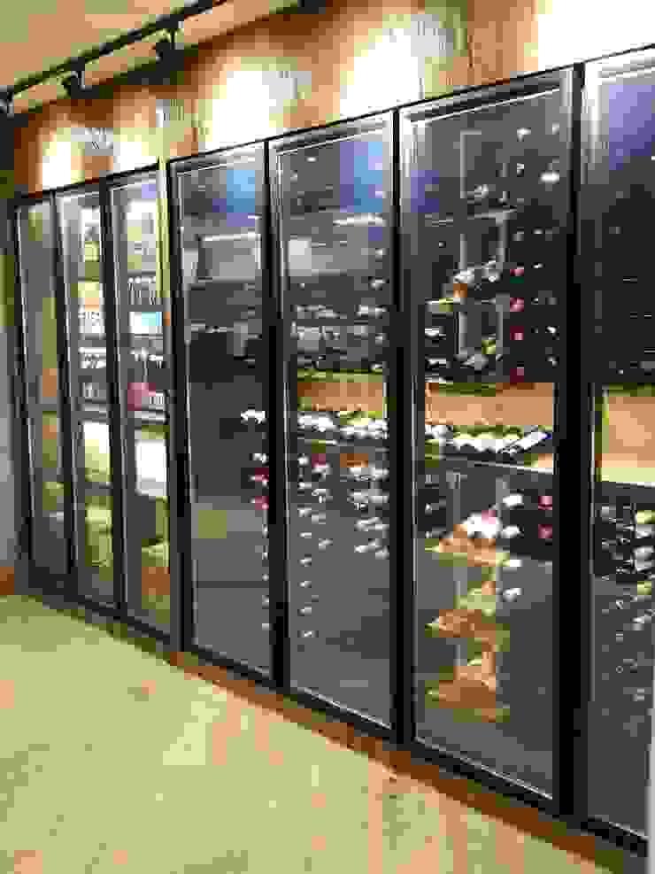 EDR - Adegas Climatizadas Modern wine cellar Glass Wood effect