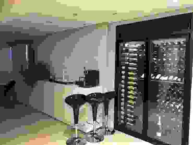 EDR - Adegas Climatizadas Modern wine cellar Metal Black