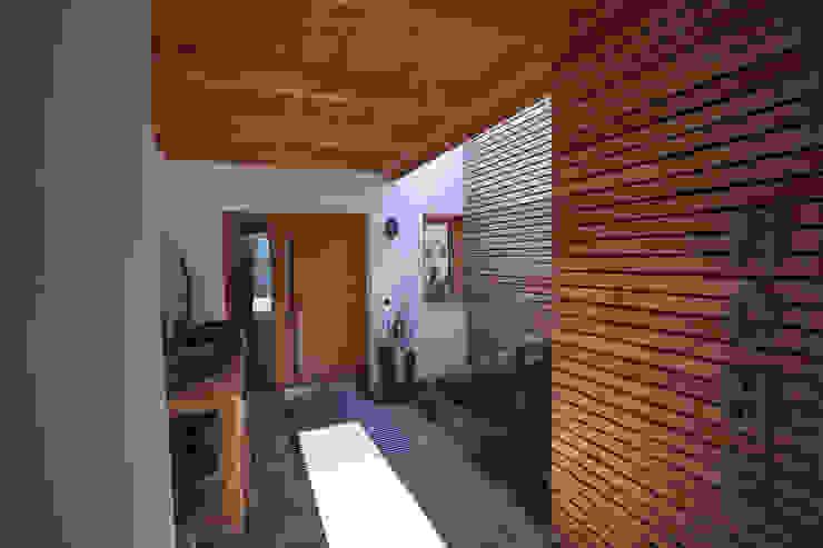 Eingangsbereich AIMZ Irl Zeininger Architekten PartmbB Haustür Holz Braun