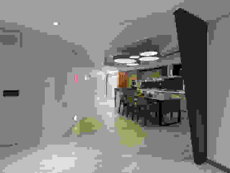異軸線 現代廚房設計點子、靈感&圖片 根據 拾雅客空間設計 現代風 合板
