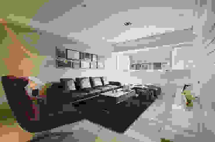 印象維度 现代客厅設計點子、靈感 & 圖片 根據 拾雅客空間設計 現代風 合板