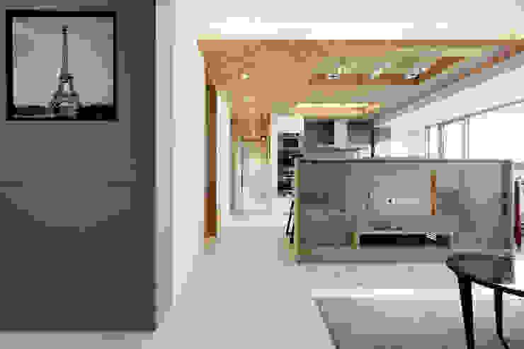 河岸對話 现代客厅設計點子、靈感 & 圖片 根據 拾雅客空間設計 現代風 合板