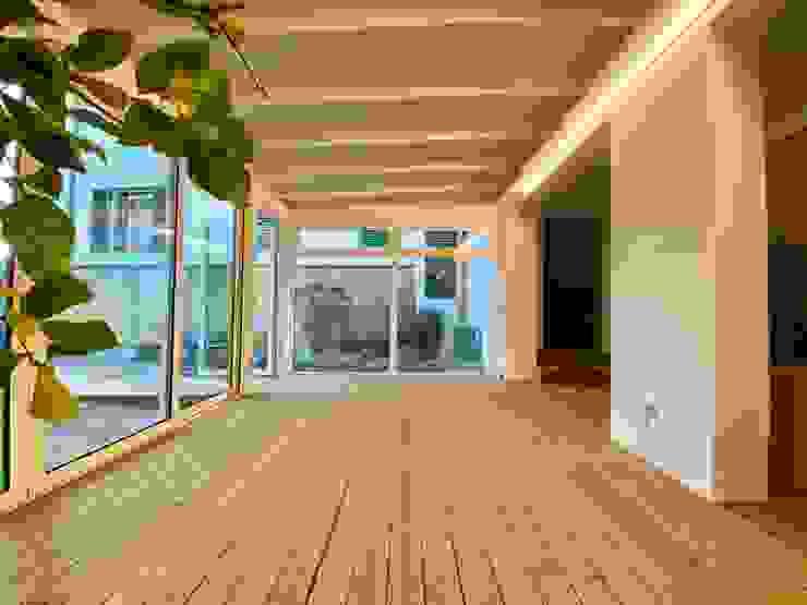 Realizzazione Svitavvita Snc Giardino d'inverno in stile rustico Legno Bianco
