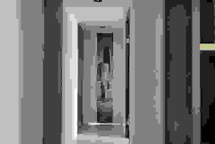 藏旅 現代風玄關、走廊與階梯 根據 拾雅客空間設計 現代風 合板