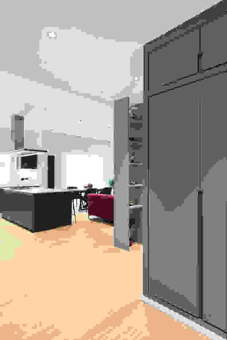 Grippo + Murzi Architetti Modern Corridor, Hallway and Staircase
