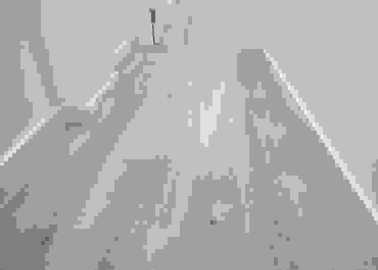 Pavimento de parquet de Grupo Inventia Moderno Derivados de madera Transparente