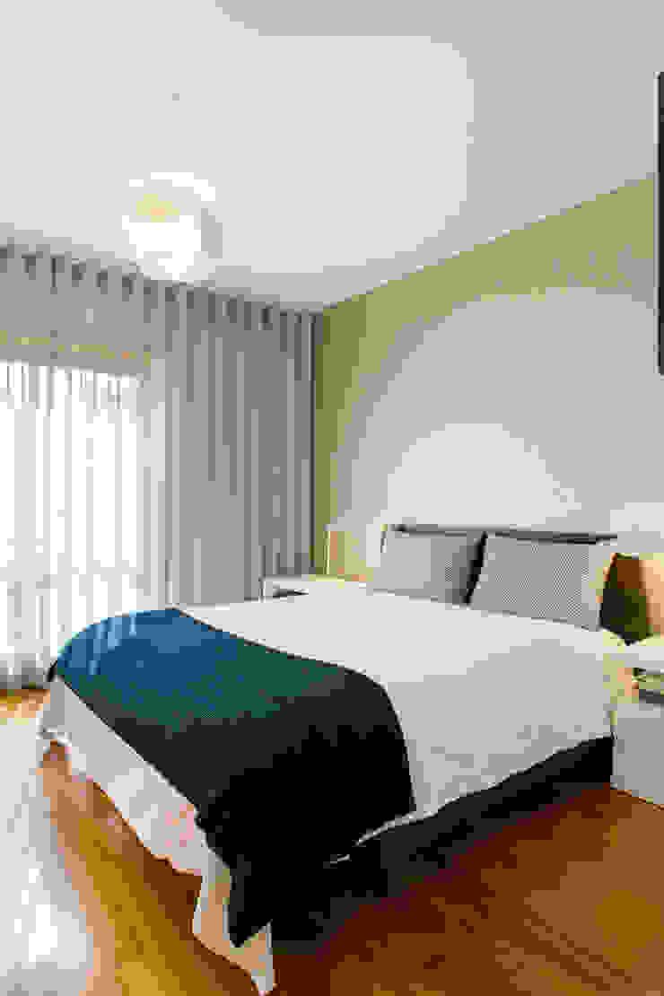 Traço Magenta - Design de Interiores BedroomBeds & headboards