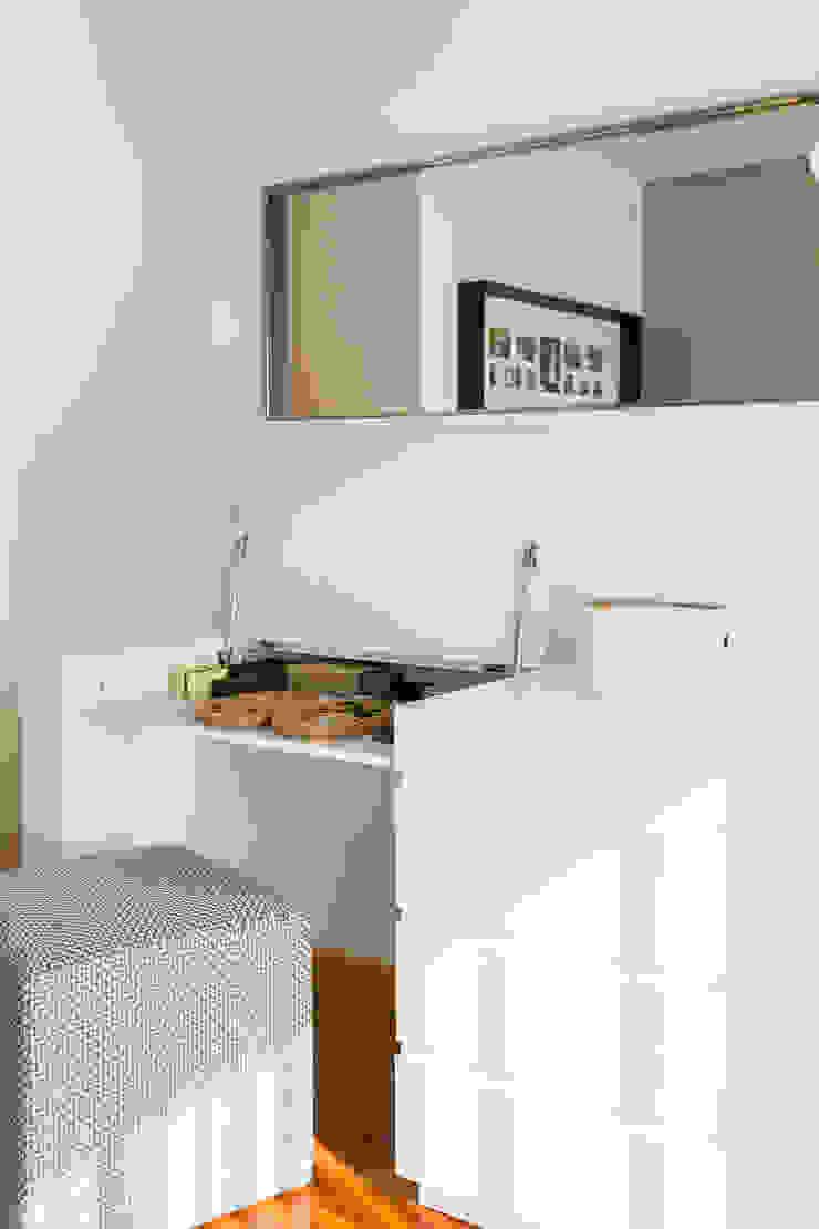 Traço Magenta - Design de Interiores Dormitorios de estilo minimalista