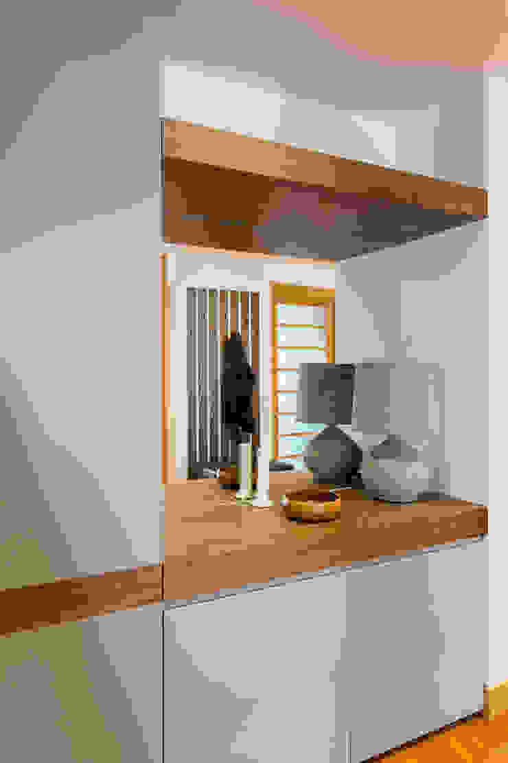 Traço Magenta - Design de Interiores Vestíbulos, pasillos y escalerasPercheros y colgadores