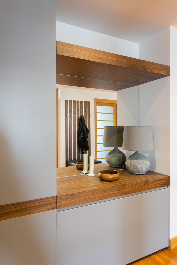 Traço Magenta - Design de Interiores Corridor, hallway & stairsClothes hooks & stands