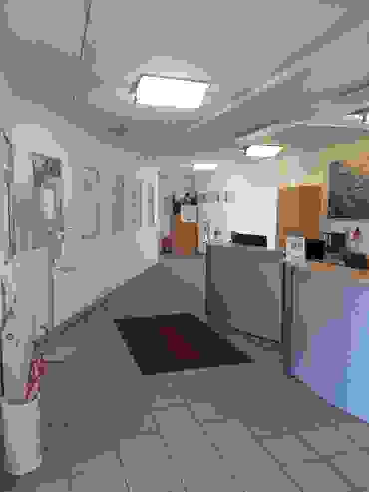 Vorher Empfang - Mehr Hygge bitte! - Räume werden Teil der Unternehmenskultur von Interiordesign - Susane Schreiber-Beckmann gestaltet Räume.