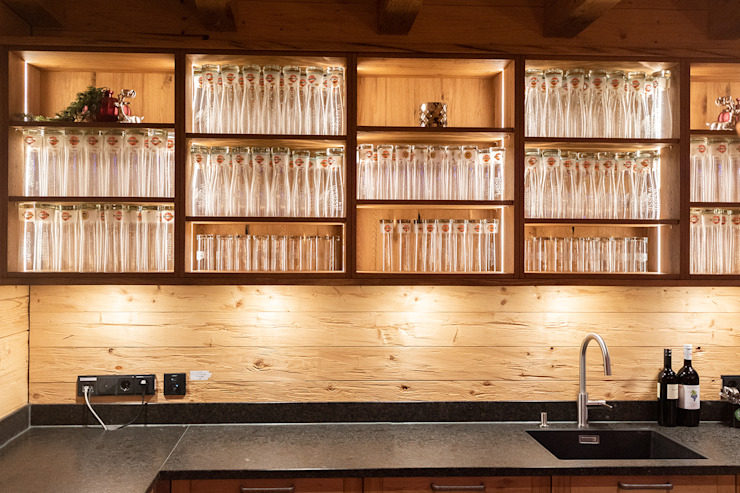 Arbeitsfläche gut ausgeleuchtet von Skapetze Lichtmacher Landhaus Holz Holznachbildung