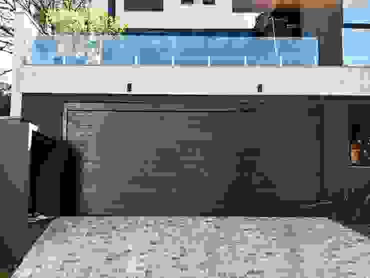 Cattani Portões Garajes y galpones de estilo moderno Hierro/Acero Negro