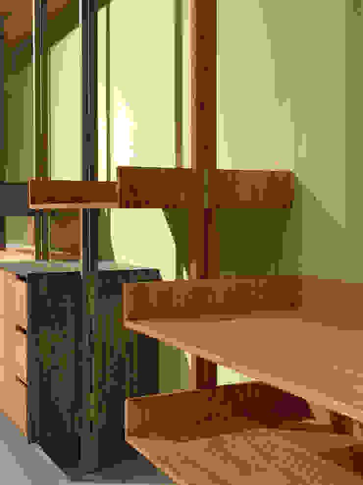 木耳生活藝術-實木家具設計/衣櫃  書櫃: 現代  by 木耳生活藝術, 現代風 實木 Multicolored