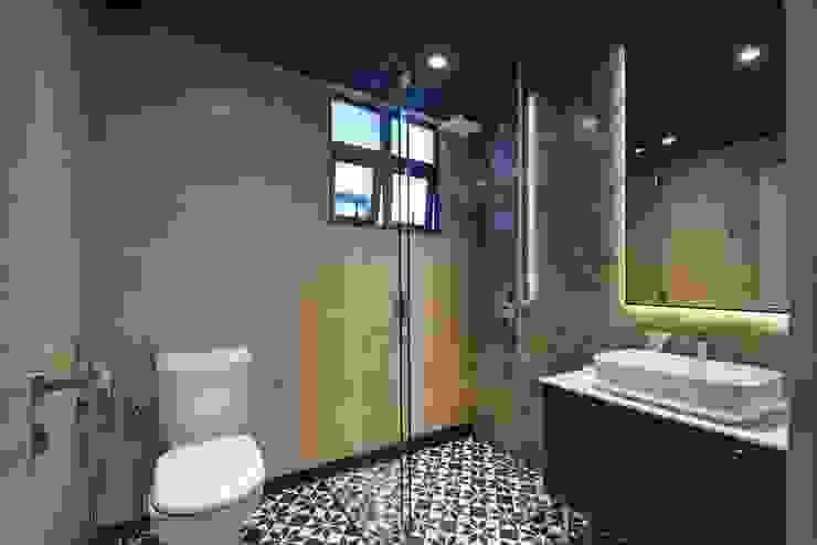 ASCENDA RESIDENCE BOLDNDOT SDN BHD Country style bathroom Black