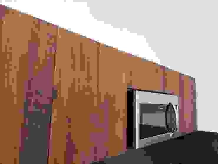 Cocina de MOKALI Carpintería Residencial Moderno Madera Acabado en madera