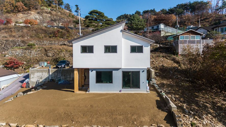 아름다운 풍경과 잘 어우러지는 외관 by 한글주택(주) 모던