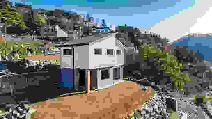 친환경 목조주택으로 시공된 주택외관 by 한글주택(주) 모던