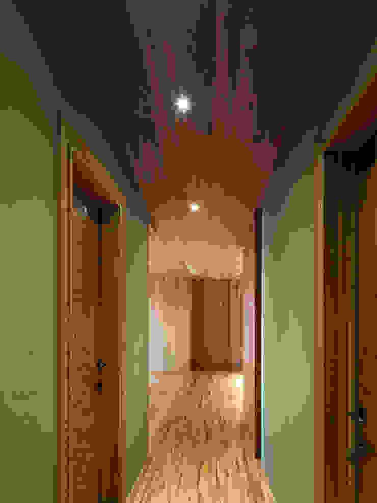 木耳生活藝術-室內設計/綠色的家 乡村风格的走廊,走廊和楼梯 根據 木耳生活藝術 鄉村風 實木 Multicolored