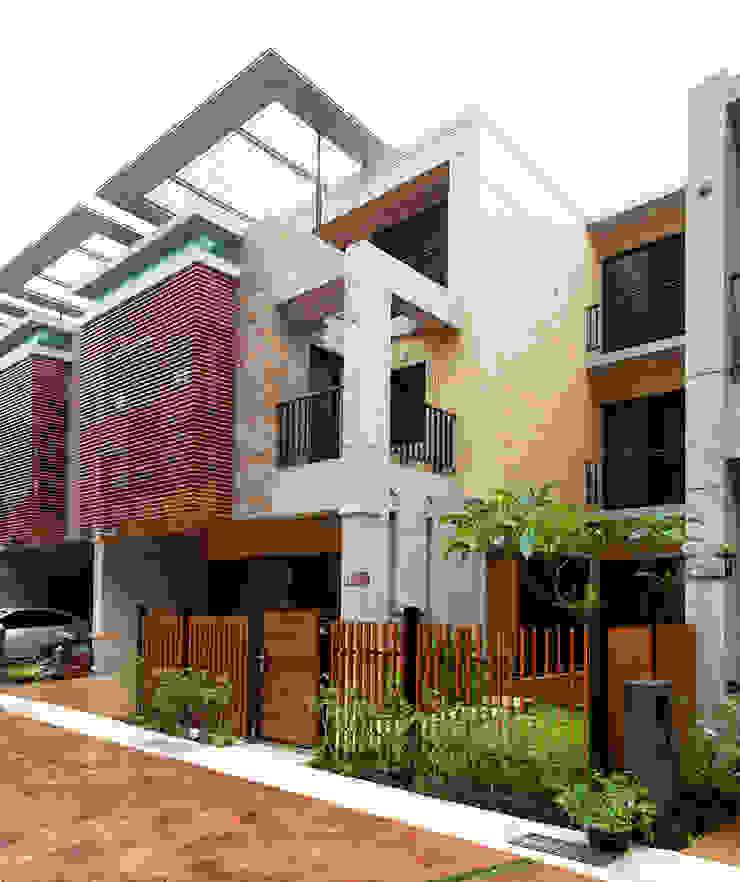 木耳生活藝術-建築設計暨室內設計/雲居蔚藍 現代房屋設計點子、靈感 & 圖片 根據 木耳生活藝術 現代風 實木 Multicolored